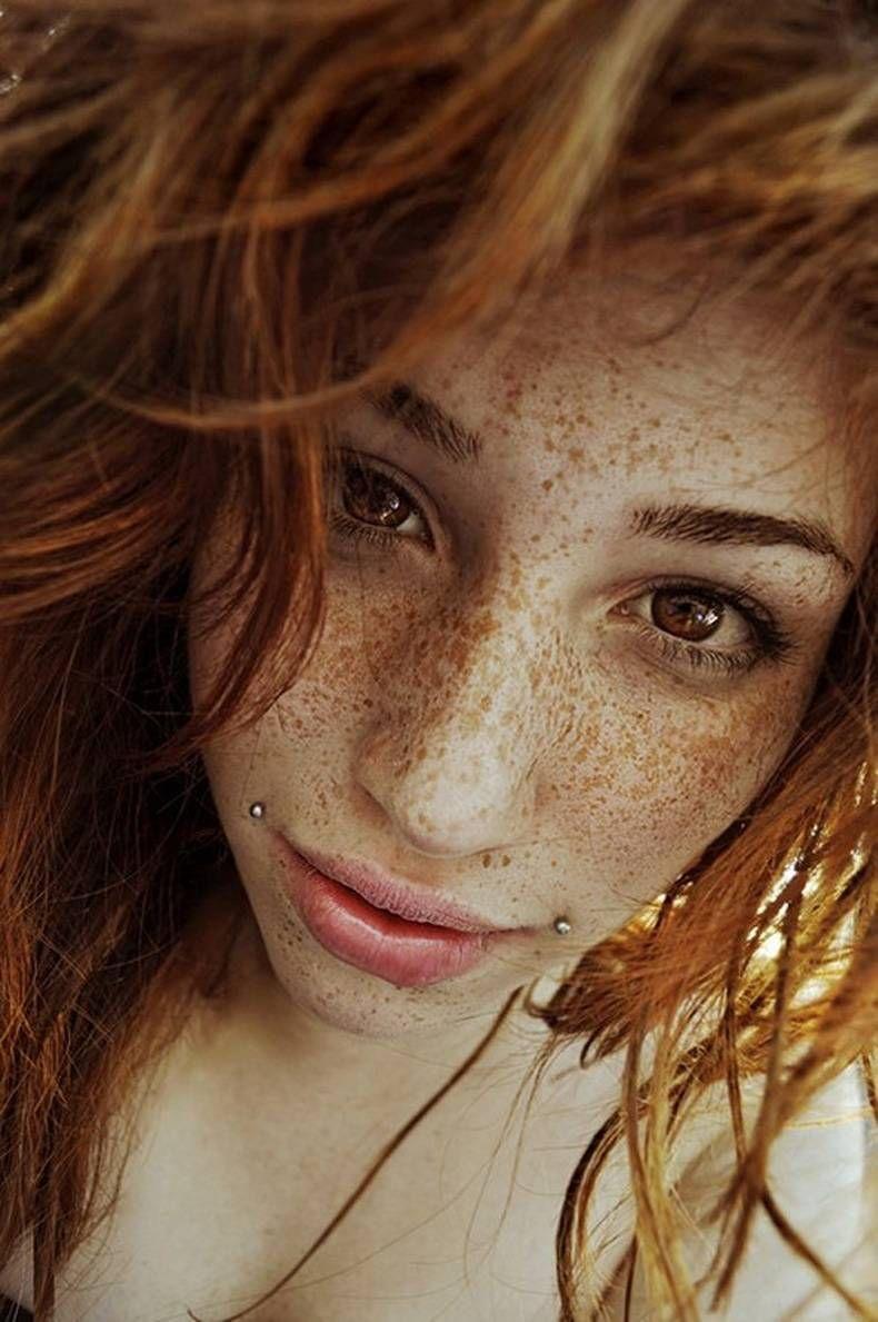 Le masque blanchissant de largile pour la peau huileuse